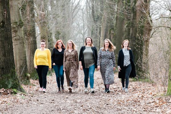 powervrouwen in het bos